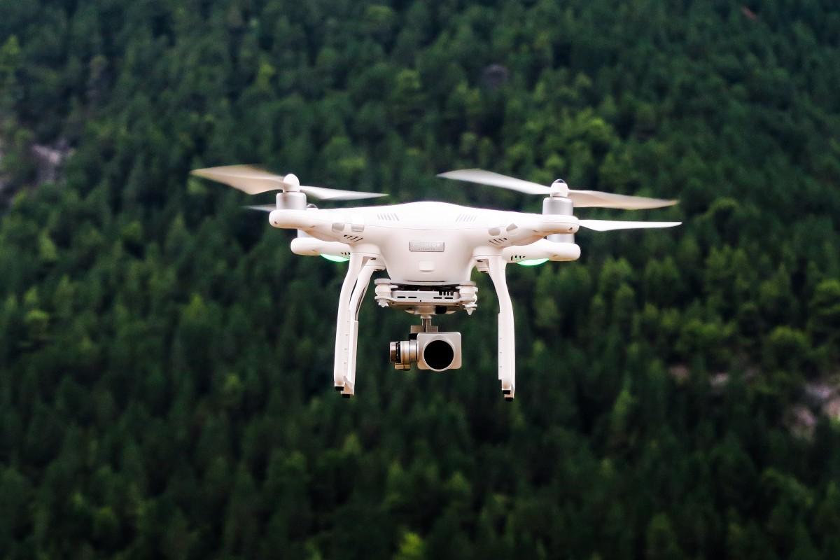 无人机又有新应用 人工影响天气?